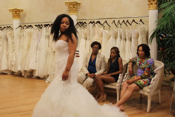 SBSN2 202.8 - Terron, Mom and Entourage Consider Dress Option.JPG