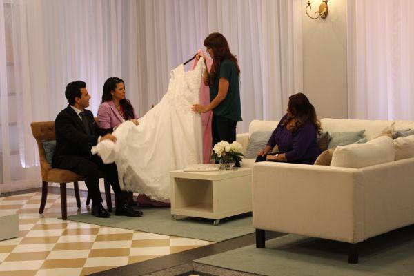 SBSN2 206.11 - Krystal Shows Borrowed Dress to Sam and Kelly 3